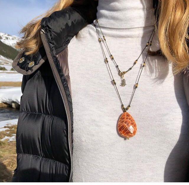 729498773232 Un collar según el escote y para cada estilo de ropa